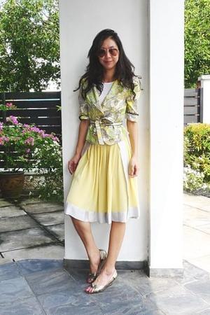 swirly yellow skirt