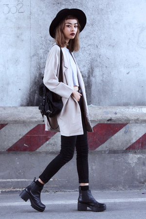 beige Young Hungry Free coat - black vagabond boots - black Zara jeans