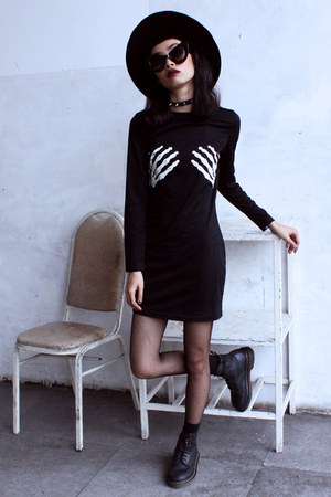 black Sheinside dress - black THE DEAD BIRD necklace