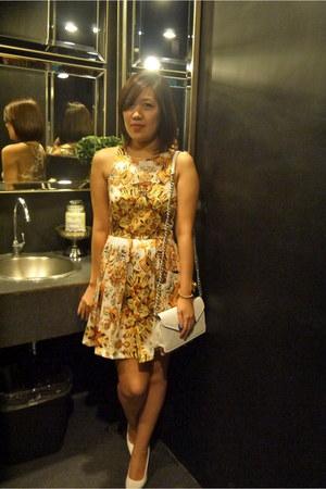 light yellow apartment8 dress