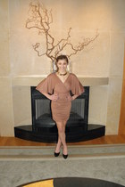 bronze Soprano dress - black Guess pumps - gold necklace