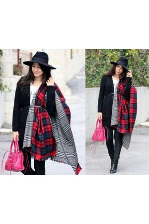 navy pull&bear scarf - red OASAP scarf - black Sheinside shirt