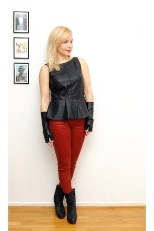 black leather gloves - brick red Zara jeans - black faux leather Zara top