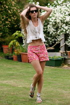 Ray Ban sunglasses - River Island necklace - red tape shoes - Zara shorts - Prim