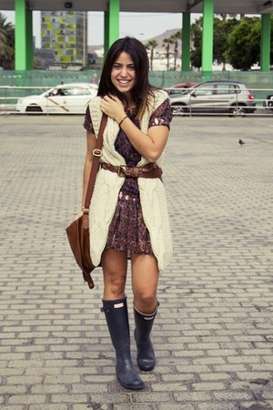 Hunter boots - Stradivarius dress - H&M bag - Pimkie vest