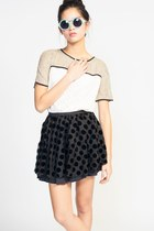 Line-dot-skirt