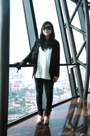 XOXO sunglasses - Uniqlo jeans - Fiorucci shoes