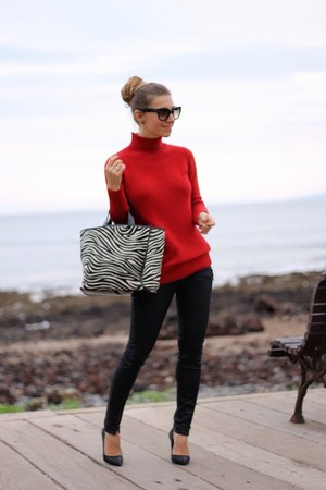 Zara sweater - Guess jeans - Furla bag