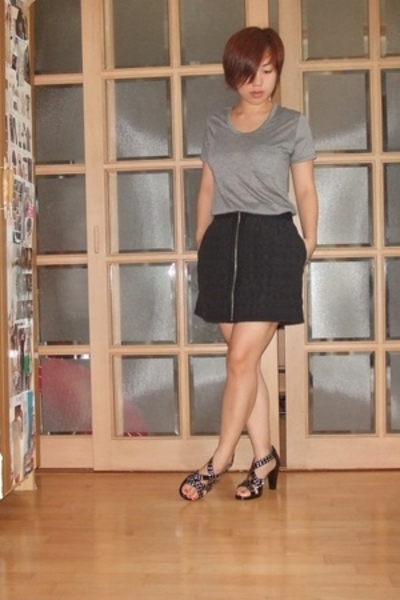 basic t-shirt - richard chai skirt - Burberry shoes