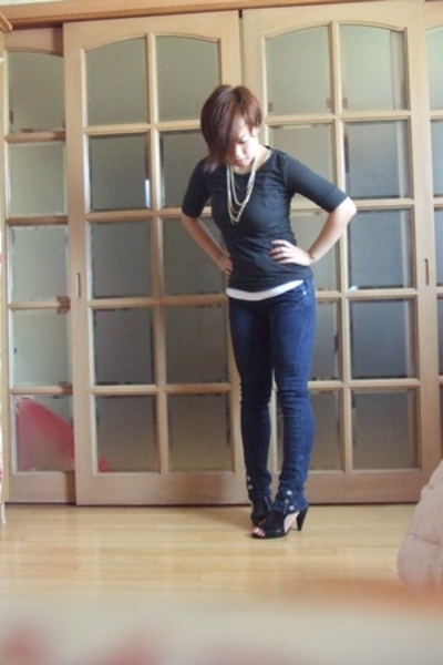 Korean jeans - Korean t-shirt - Nine West shoes