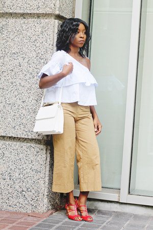 light blue ruffles Zara shirt - white box leather loeil bag