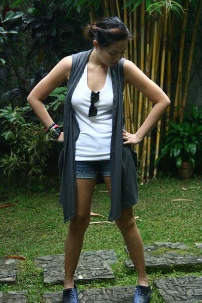 Hanes shirt - Bazaar vest - Lee shorts - Topshop shoes - rayban sunglasses
