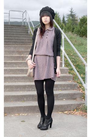 red vintage from Ebay dress - black Forever 21 shoes - black Zara cardigan - bei