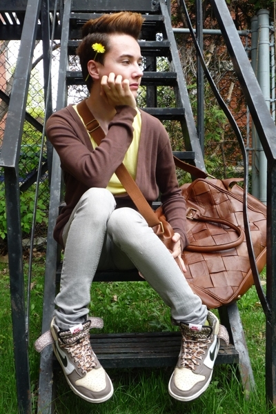 brown oversized Zara purse - beige high tops nike shoes