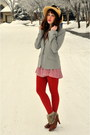 Camel-vintage-hat-silver-blazer-zara-blazer-red-french-connection-pants-br