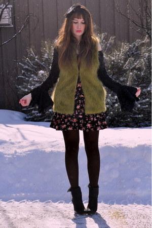 chartreuse Forever 21 vest - bubble gum winners skirt