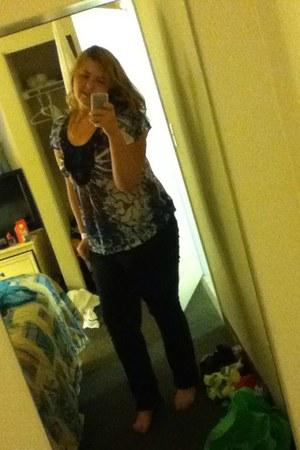 black jeans - navy shirt