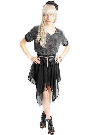 silver chain pattern White Crow online top - black White Crow online skirt