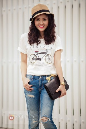 mustard hat - blue jeans - dark brown bag - white t-shirt
