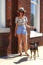 beige BDG top - blue vintage shorts - black vintage sunglasses - beige vintage s