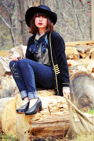 navy vintage cardigan - navy vintage scarf - black Gap jeans - black farylrobin