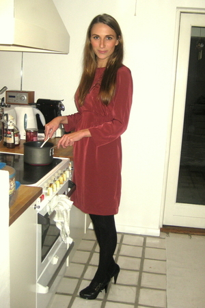 red H&M dress - black H&M shoes - gray Line&Jo necklace