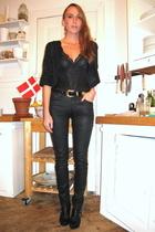 black sisters top - black vintage jacket - black H&M pants - black vintage belt