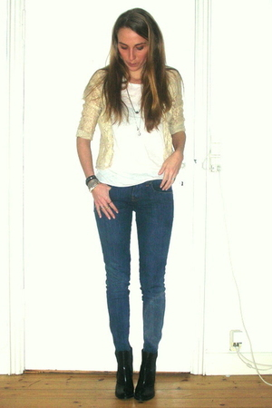 blue Stella McCartney jeans - white COS t-shirt - beige vintage jacket - black F