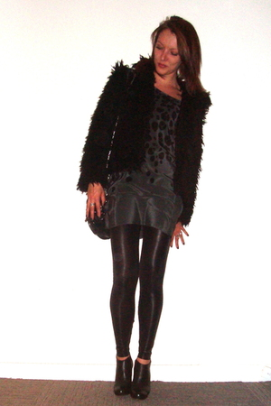 H&M jacket - Graham & Spencer dress - Samse&Samse leggings - Steve Madden boots