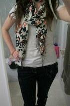 beige Bizou scarf - black skinny Stitches jeans