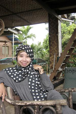 cotton polkadot zukhruf scarf