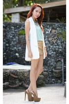 white cichic vest
