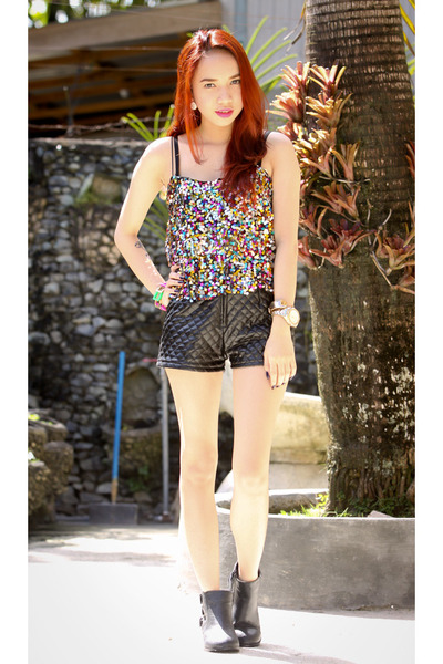 hot pink sequined top - dark gray quilted leather shorts