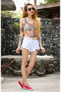 Red-keds-shoes-white-denim-persunmall-shorts