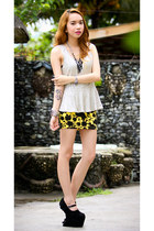 yellow skirt - black heel less heels
