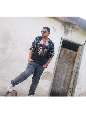 vintage jeans - By Will J Santos shirt - Ray Ban sunglasses - Riachuello t-shirt