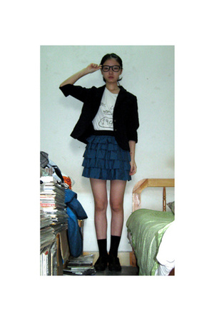 rayban glasses - suit - t-shirt - skirt - socks - shoes