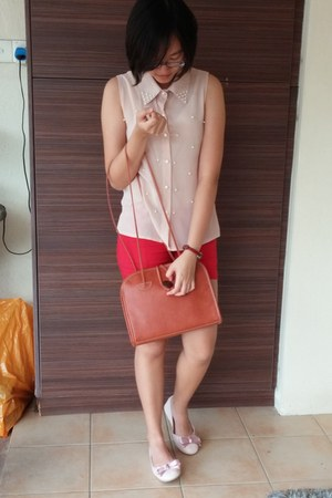 nude top - burnt orange bag - red shorts - peach flats - ruby red watch
