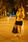 Black-ver-bag-yellow-t-shirt-black-skirt-yellow-canvas-viamo-sandals