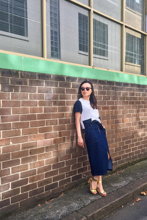 Roc Eyewear sunglasses - midi denim Finders Keepers skirt - Funkis clogs