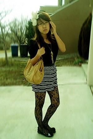 black thrifted vintage top - black Charlotte Russe skirt - black tights - gold F