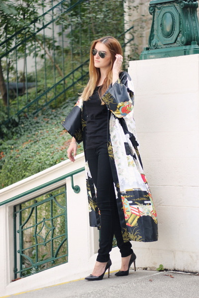kimono Amazon cape - H&M jeans