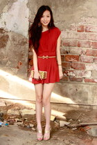Ipa Nima wallet - brick red Local Boutique romper - gold Guess heels