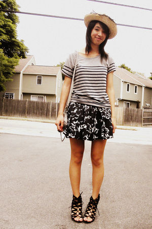 black Aldo shoes - gray Gap t-shirt - black Forever 21 skirt - gray Olivia  Joy