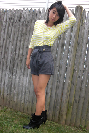 h&m via thrift town shirt - forever 21 shorts