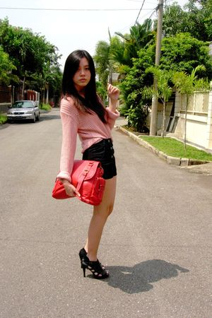 sweater - black Gaudi shorts - red bag - black KARLA shoes