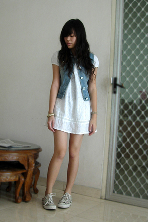 Island Story dress - vest - Converse shoes - bracelet