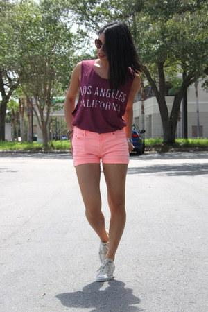 Converse shoes - neon Scotch Rbelle shorts - round JUTKA&RISKA sunglasses