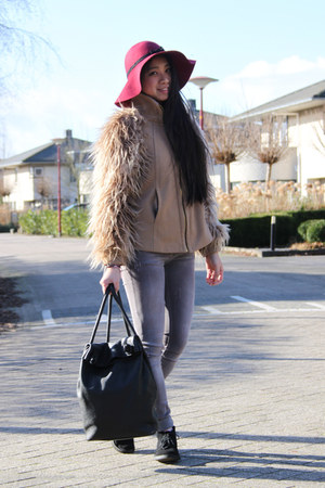 floppy hat diy the Sting hat - desert boots Clarks shoes - faux fur Zara jacket