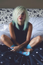 Turquoise-blue-meundies-socks-white-meundies-intimate